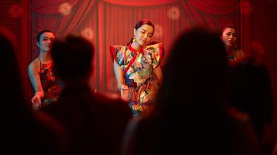 Bích Phương lần đầu tiên khoe khả năng vũ đạo trong MV 'Bùa yêu'