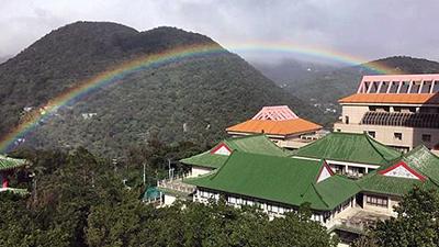 Kỳ lạ: Cầu vồng tuyệt đẹp xuất hiện suốt 9 tiếng đồng hồ tại Đài Bắc