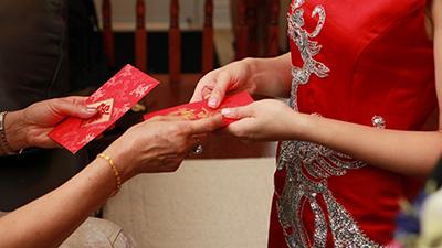 Cô dâu lên tiếng than vãn khách mời mừng phong bì bèo bọt, chẳng bù nổi tiền cỗ gây tranh cãi