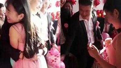 Chú rể ôm chặt phù dâu phản cảm, cô dâu tức giận đòi hủy hôn ngay tại đám cưới