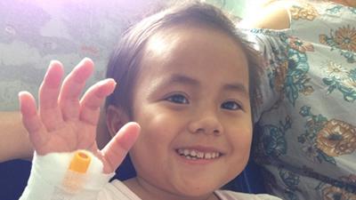Hành trình cứu đôi chân em bé tật nguyền ở Thanh Hóa
