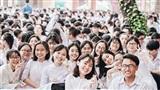 Lễ bế giảng trường THPT Nguyễn Thượng Hiền: Nghẹn ngào nước mắt chia tay, chìm đắm trong bữa tiệc bột màu