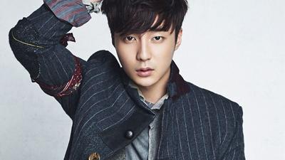 Roy Kim là thành viên nhóm chat của Seungri và Jung Joon Young, minh chứng cho câu nói 'cá không ăn muối cá ươn'