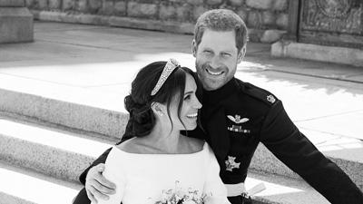Hoàng gia Anh tung bộ ảnh cưới chính thức của Hoàng tử Harry và tân công nương Meghan