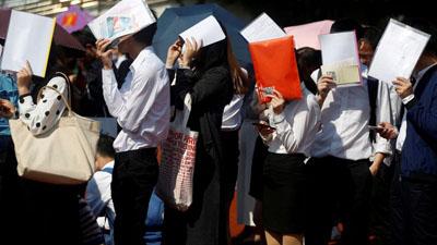 Sinh viên Trung Quốc sắp tốt nghiệp lao đao không tìm được việc làm giữa đại dịch Corona