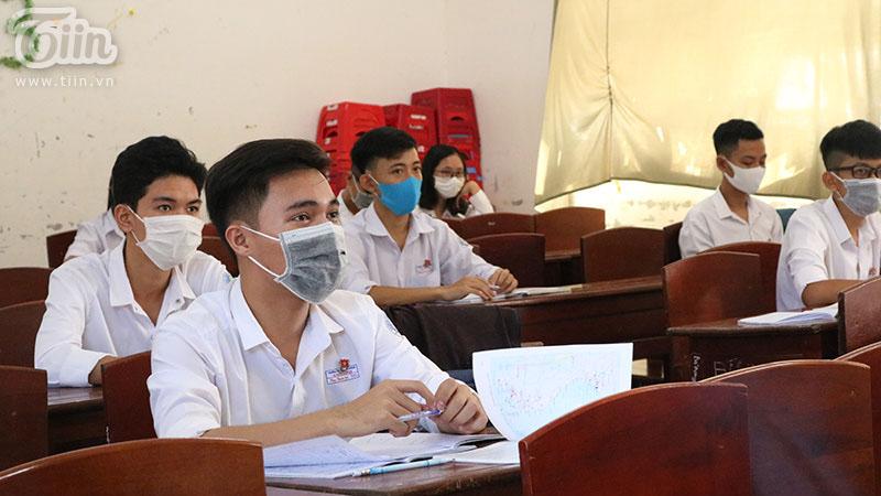 Thứ trưởng Bộ GD-ĐT : 'Học sinh đi học phải an toàn, trường học có an toàn mới cho học sinh đi học'