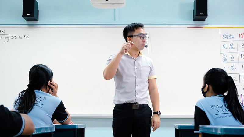 Học sinh Singapore sẽ trở lại trường vào đầu tháng 6, học xen kẽ trực tuyến và trực tiếp