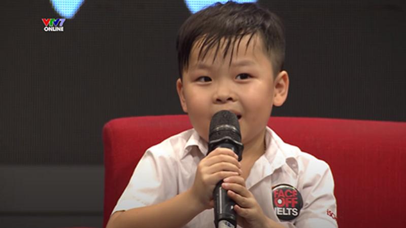 Cậu bé 6 tuổi Hà Tĩnh: Biết nói Tiếng Anh bẩm sinh, bố mẹ cũng phải kinh ngạc