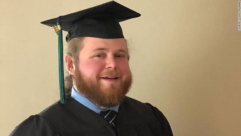 Được truyền cảm hứng từ việc đưa đón trẻ, tài xế xe buýt lấy bằng đại học để trở thành giáo viên