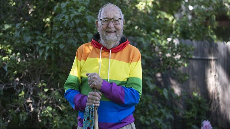 Sau gần một thế kỷ che giấu, cụ ông công khai đồng tính ở tuổi 90