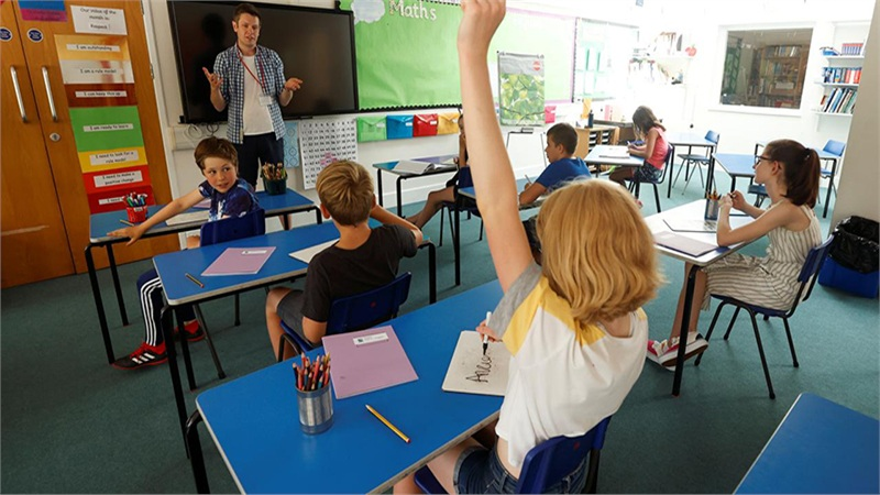 Cố vấn y tế Anh cảnh báo để trẻ em nghỉ học còn nguy hiểm hơn Covid-19