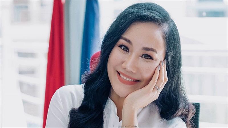 Sinh viên ĐH Quốc tế Hồng Bàng rần rần với nữ Giám đốc truyền thông - tuyển sinh đầu tiên của trường