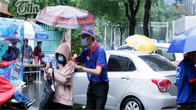 Học sinh Đà Nẵng tiếp tục nghỉ học để khắc phục hậu quả do bão số 9