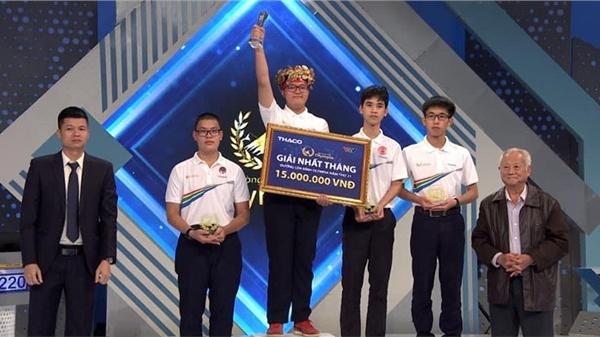 'Fanboy của TWICE' Nguyễn Sơn Tùng xuất sắc giành Vòng Nguyệt quế trong cuộc thi tháng cuối cùng của Quý I