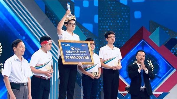 Nguyễn Hoàng Khánh là thí sinh đầu tiên mang cầu truyền hình Chung kết năm Olympia thứ 21 về Quảng Ninh