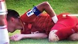 Quế Ngọc Hải lăn xả trên sân, hết mình cản phá bóng trước sựtấn công dồn dập của tuyển Iran