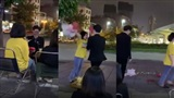 Chàng trai tội nghiệp nhất đêm Valentine: Tỏ tình không thành lại còn bị ném quà xuống đất