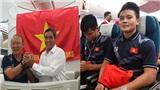 Tất tần tật trong chuyên cơ chở đoàn Thể thao Việt Nam: Thầy Park tươi rói, Quang Hải bảnh bao, Văn Toản ngủ gật