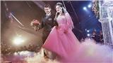 Duy Mạnh nắm chặt tay Quỳnh Anh bước lên lễ đường ngập làn khói sương, 'đám cưới cổ tích' thật sự diễn ra rồi!