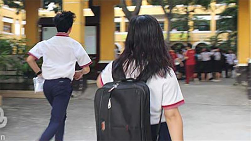 Công an quận Hoàn Kiếm cảnh báo về người đàn ông bí ẩn chuyên rủ rê nam sinh ở cổng trường học