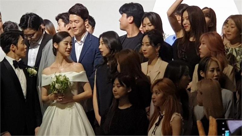 TWICE đọ sắc Wonder Girls tại đám cưới Hyerim và vận động viên Shin Min Chul