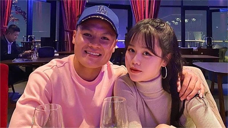 Huỳnh Anh bay vào Đà Nẵng cổ vũ Quang Hải, dân mạng xuýt xoa: Ngọt đến thế là cùng!