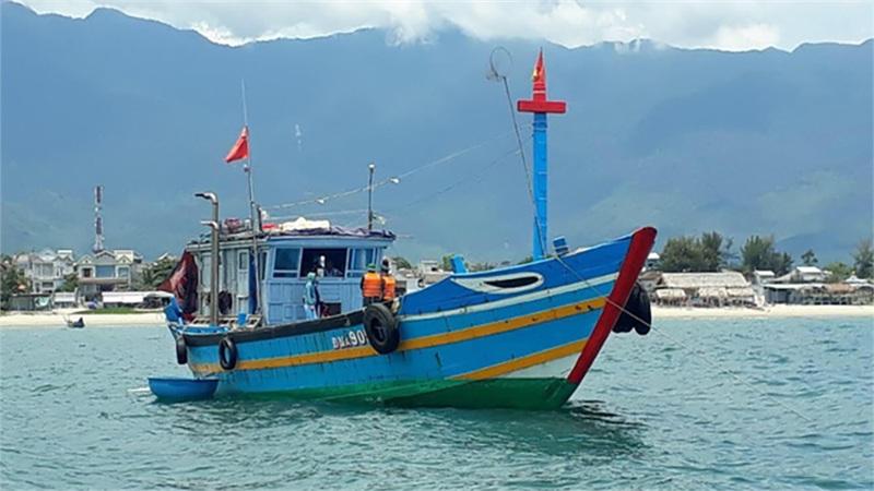 Phát hiện tàu cá chở 9 người từ Đà Nẵng ra Huế để trốn cách ly