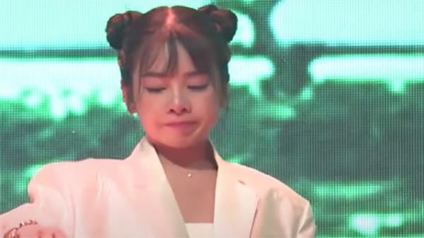 DJ Mie bật khóc trước tiết mục tặng mẹ của Nul tại Rap Việt do cha mẹ nữ DJ đều qua đời vì ung thư