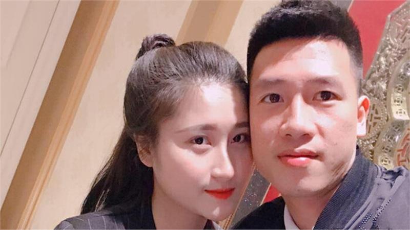 Bạn gái 'lầy lội' yêu cầu tiền vệ Huy Hùng bỏ ngay tật 'bốc phét'