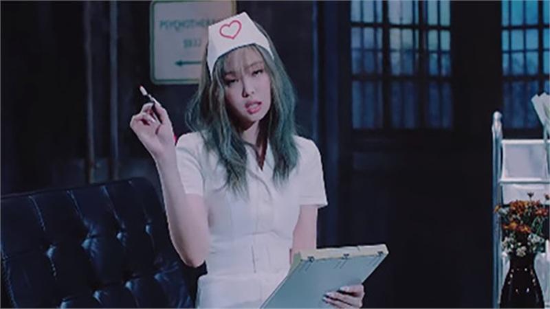 Jennie (BLACKPINK) gây tranh cãi vì tạo hình phản cảm, lộ đùi trắng nõn trong MV mới, netizen Hàn đang quá khắt khe?