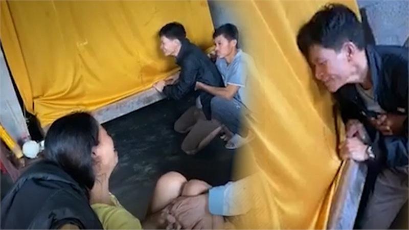 Đám tang sản phụ bị nước lũ cuốn trôi trên đường đi đẻ tại Huế
