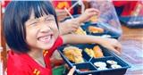 20/11 đặc biệt của học sinh vùng lũ Quảng Bình: Háo hức khi lần đầu được thưởng thức 'bữa ăn phố thị'