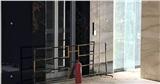 Vụ rơi từ tầng 2 sau khi bước ra từ thang máy: Choáng trước thiết kế khó tin của chủ đầu tư