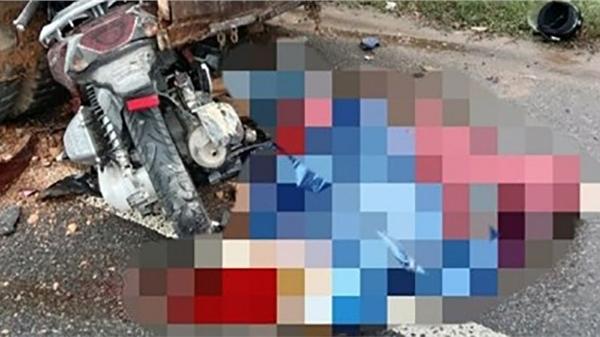 Tông vào đuôi ô tô đỗ ven đường, 2 mẹ con tử vong thương tâm