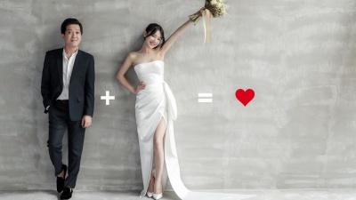 Trường Giang - Nhã Phương khoe nhẫn đôi, mang dép tổ ong 'huyền thoại' chụp ảnh cưới