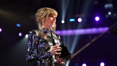 Taylor Swift càn quét tại AMAs 2018, trở thành nữ nghệ sĩ nhận nhiều cúp vàng nhất trong lịch sử
