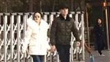 Phủ nhận tin đồn mang thai, nhưng Triệu Lệ Dĩnh lại để lộ bụng bầu khi đi công viên cùng chồng