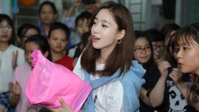Eun Jung (T-Ara) bất ngờ xuất hiện tại Việt Nam, tham gia từ thiện cùng fan