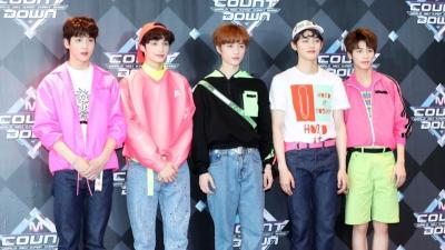 Hết chê nhạc 'nhạt', netizen lại dậy sóng trước outfit 'xấu tàn tạ' của TXT