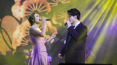 Mỹ Tâm và Hà Anh Tuấn lại 'tình bể bình' trên sân khấu, fan hô hào yêu nhau ngay đi