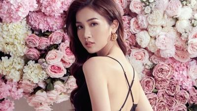 Đứng giữa ngàn hoa, Hoa hậu Chuyển giới Đỗ Nhật Hà vẫn dư sức phô bày đường cong sexy