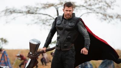 Thì ra vì Chris Hemsworth mà 'soái ca' Thor thành 'ông chú bụng bia'  xuyên suốt 'Avengers: Endgame'
