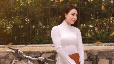 Trà Ngọc Hằng hóa nữ sinh trung học, mạo hiểm hát lại 10 nhạc phẩm bolero bất hủ