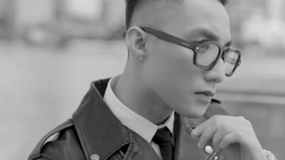 Sơn Tùng M-TP vuốt tóc bảnh tỏn, lái xe thời 'ông bà anh' trong trailer Sky Tour 2019