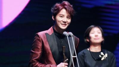 Khác hẳn Jaejoong và Yoochun, Junsu được Knet 'tung lên mây' sau khi nhận giải thưởng mới