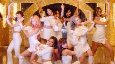 Kỳ comeback 'thảm' nhất của TWICE: Mina vắng mặt, Jihyo phải ngồi ghế biểu diễn vì vấn đề sức khỏe