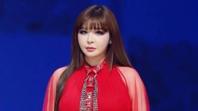 Park Bom từng sở hữu bản hit này nhưng vì 2NE1 nên để vuột mất vào tay Lee Hi?