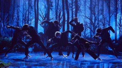BTS khiến các fan 'phát cuồng' khi tung clip vũ đạo chân trần trong Black Swan