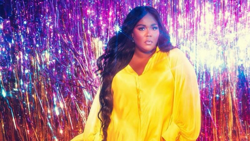 Nữ ca sĩ được đề cử 8 giải Grammy 2020 khoe sắc trong trang phục của NTK Công Trí