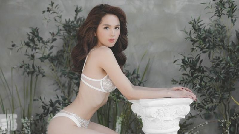 Hậu khoe biệt thự 45 tỷ đồng, Ngọc Trinh hé lộ bộ ảnh nội y nóng bỏng mắt ở tuổi 30